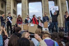 Verkündung der Ergebnisse der Selbstverpflichtungsaktion gegen Kurzstreckenflüge am Brandenburger Tor, Berlin, 20.09.2019
